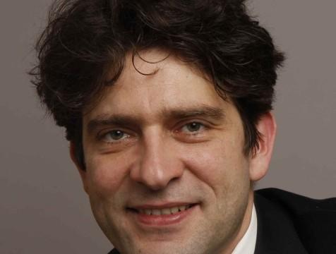 Dr. Ralf Puls untersucht radiologische Medizintechnik in Ägypten